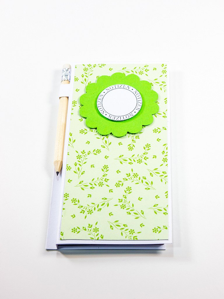 Egal ob Jule, Darts oder einfach nur für die Einkaufsliste; mit unserem universellen und praktischen Notizblock mit Bleistift ist man jederzeit gerüstet! Selbstverständlich fertigen wir auch dieses Produkt gerne nach euren persönlichen Wünschen an. 3,50 €