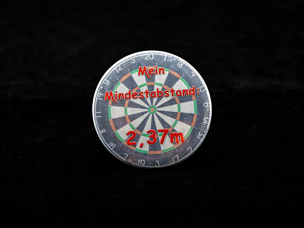 """Button """"Dartboard-Mindestabstand"""" je 3,50 €"""